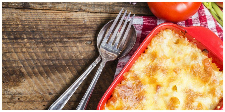 Eenvoudige macaroni met tomaat, ham en prei