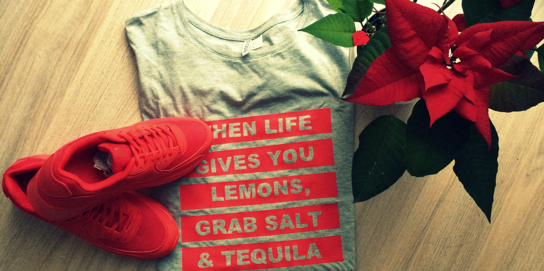 Strikjes #27 rode sneakers, bowlen & een mintgroene muur