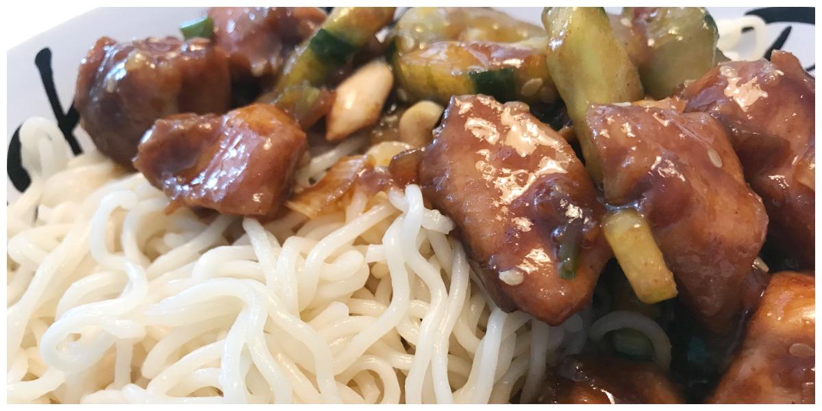 [ Het weekmenu van ] Marjo en haar kritische gezin Noodles met kip, komkommer en bosui