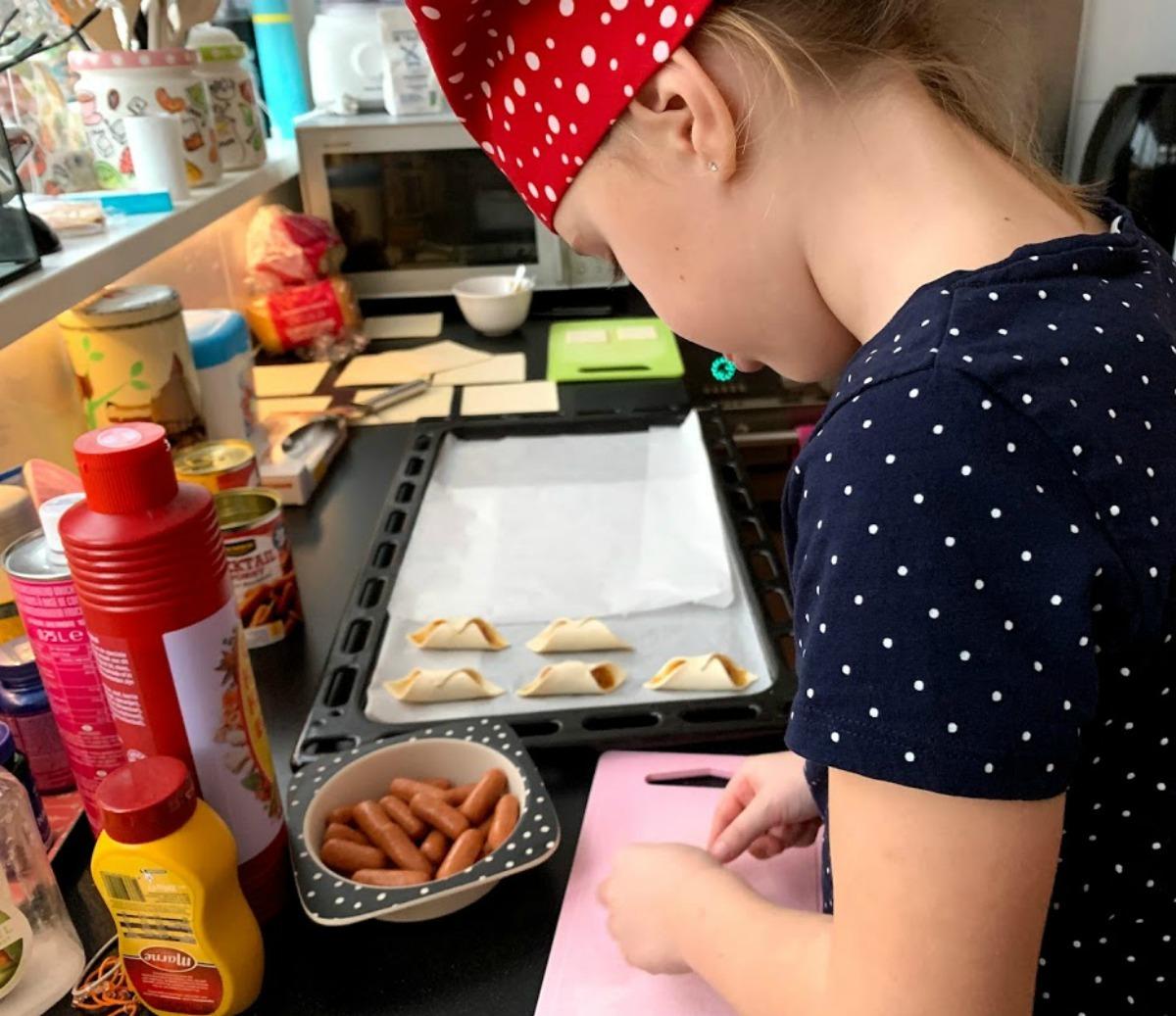 worstenbroodjes bakken met kinderen, kinderkerstfeest, kerstfeest op school, kerstdiner