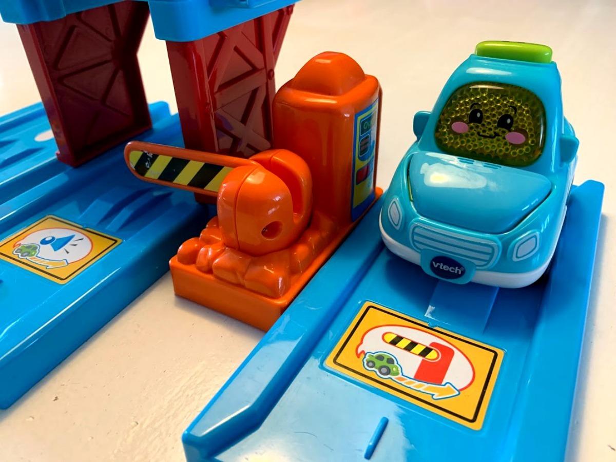 Perfect verjaardagscadeau voor een kind toet auto Owen wegdelen toet toet auto's