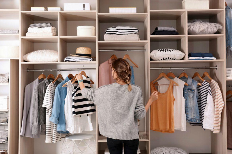 organiseren kledingkast, kledingkast, ruimte, 4 tips voor het organiseren van je kleding