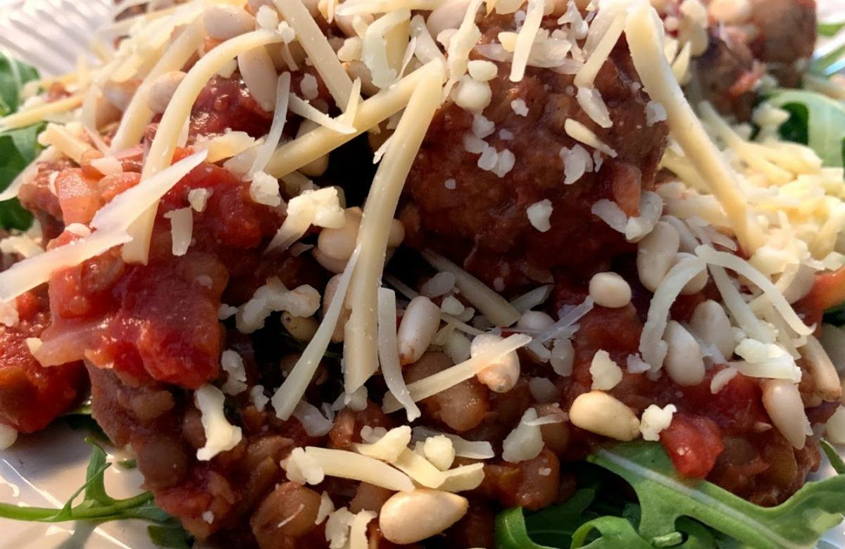 Vegetarische stoof met linzen, Bereiding Linzenstoof, stoofschotel met linzen, vegetarisch, vegetarische worstjes, Veggie Chef