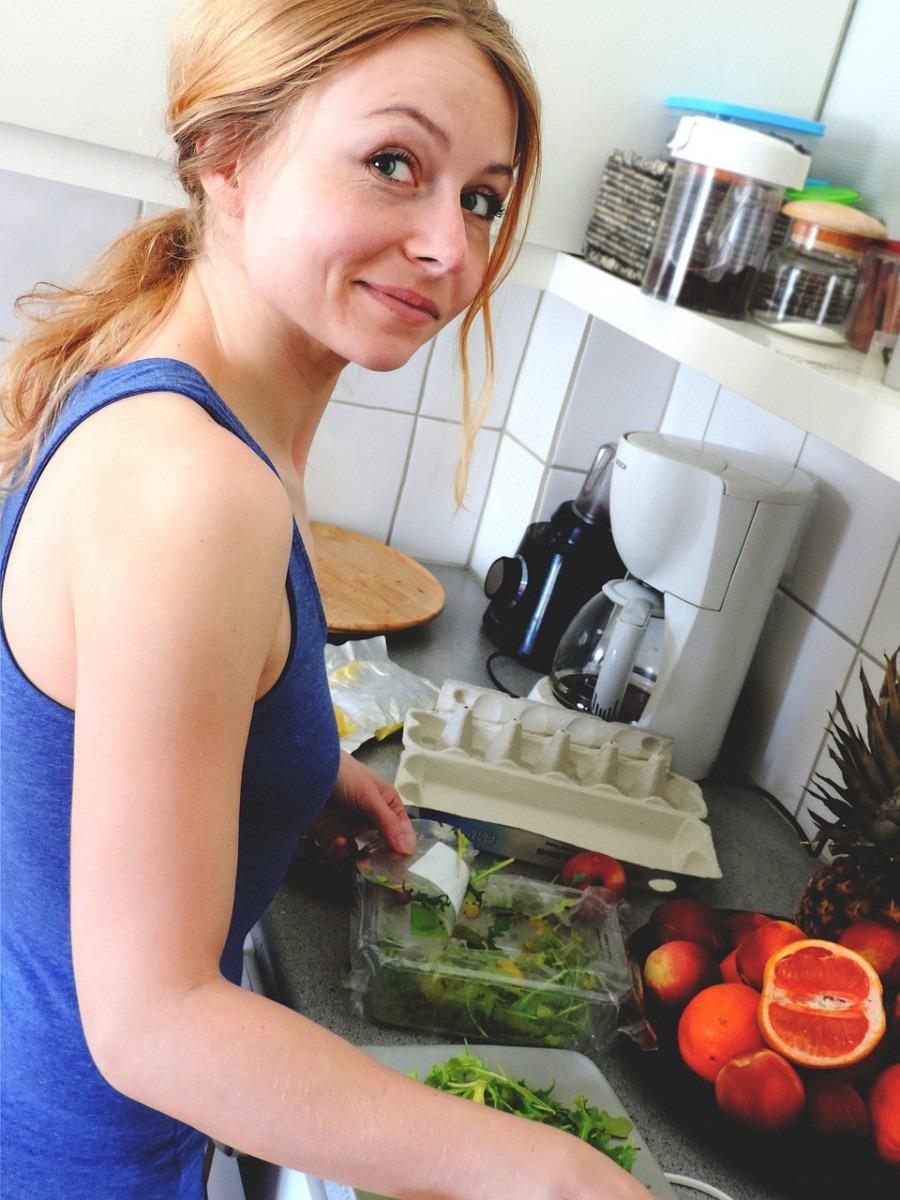 Meal preppen voor de week, in de keuken, weekmenu, menu voorbereiden