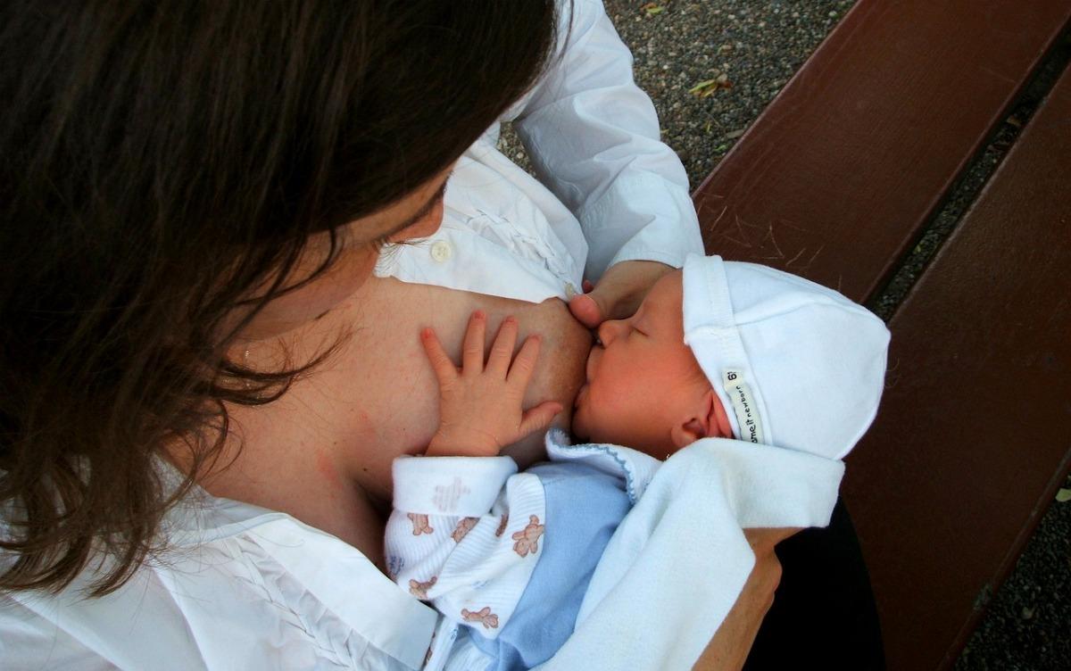 Flesvoeding of borstvoeding, samen slapen, onvoorwaardelijk ouderschap