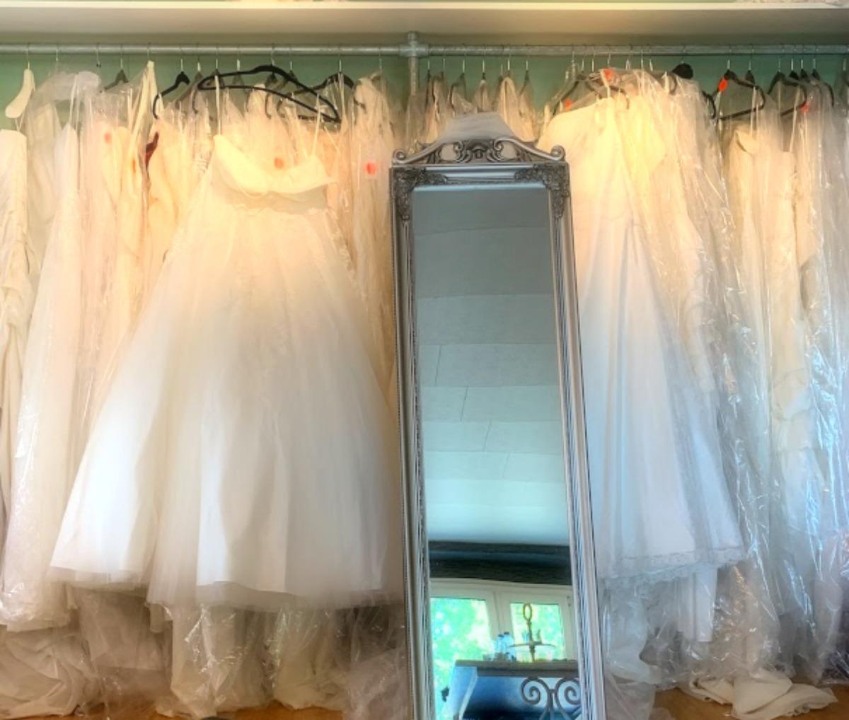 """een gezellige bruidsavond met Taart van Ria, Petra van de lingerie, een fotografe en iemand voor bloemen. Of; hoe het snel ging van inspiratie naar """"Say yes to the dress"""""""