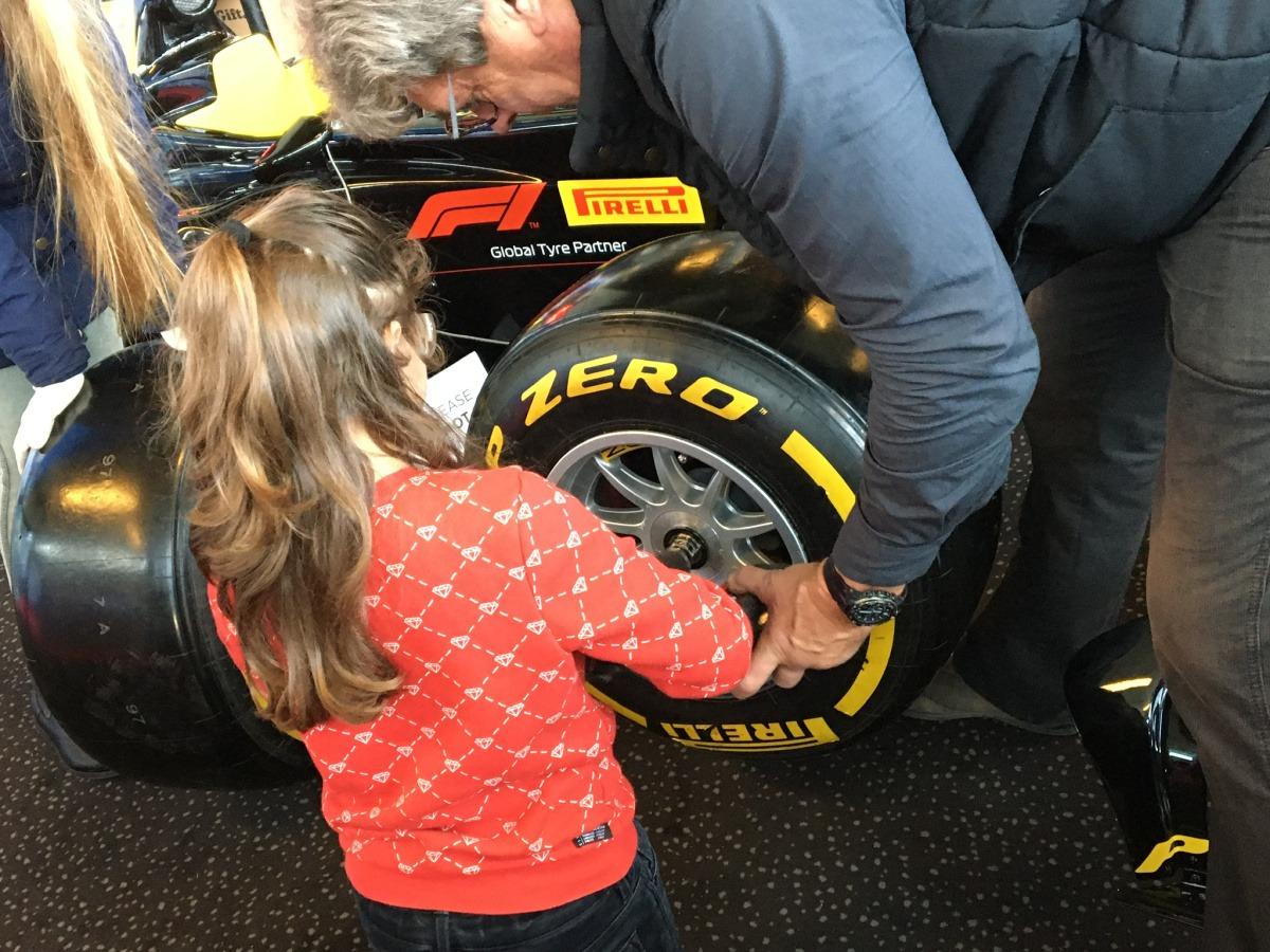 banden wissel doen van een F1 auto
