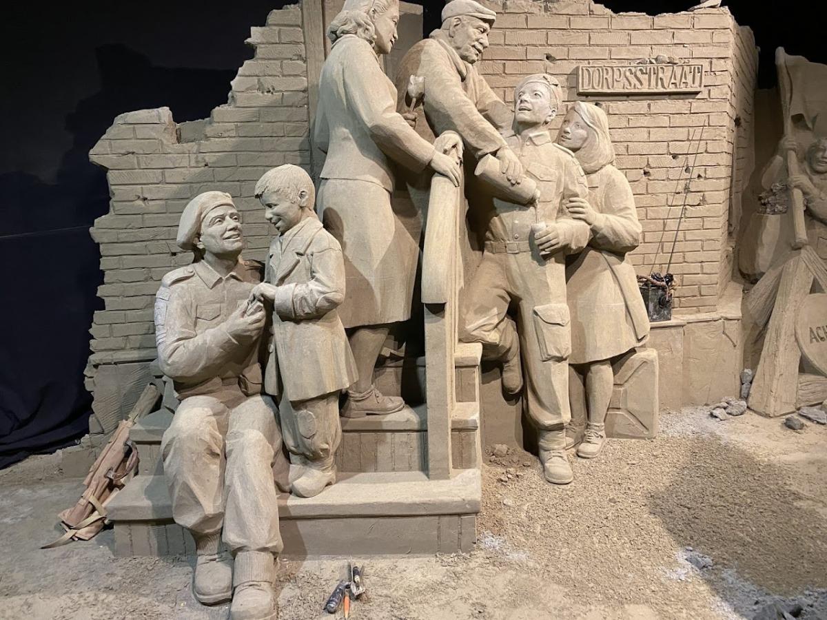 Veluws Zandsculpturenfestijn 75 jaar bevrijding