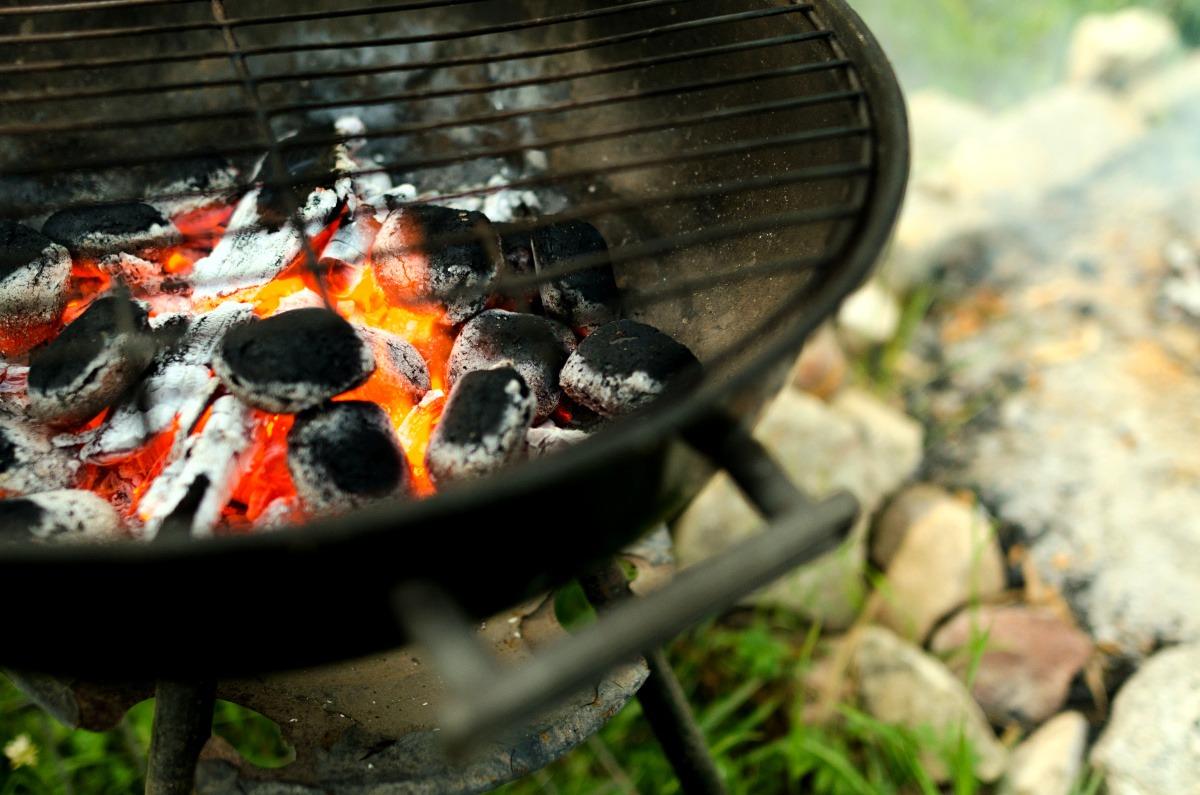 Houtskool BBQ voordelen en aansteken