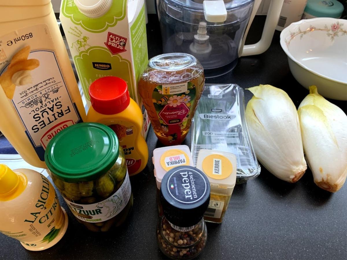 witlofsalade,  honing yoghurt dressing