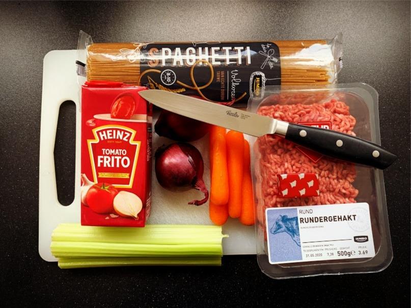 Volkoren pasta met wortel en bleekselderij