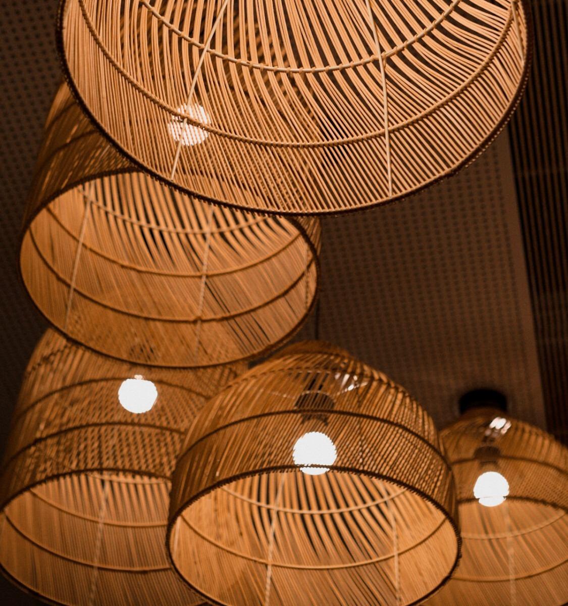houten lampen, hout, riet, bamboe, verlichting