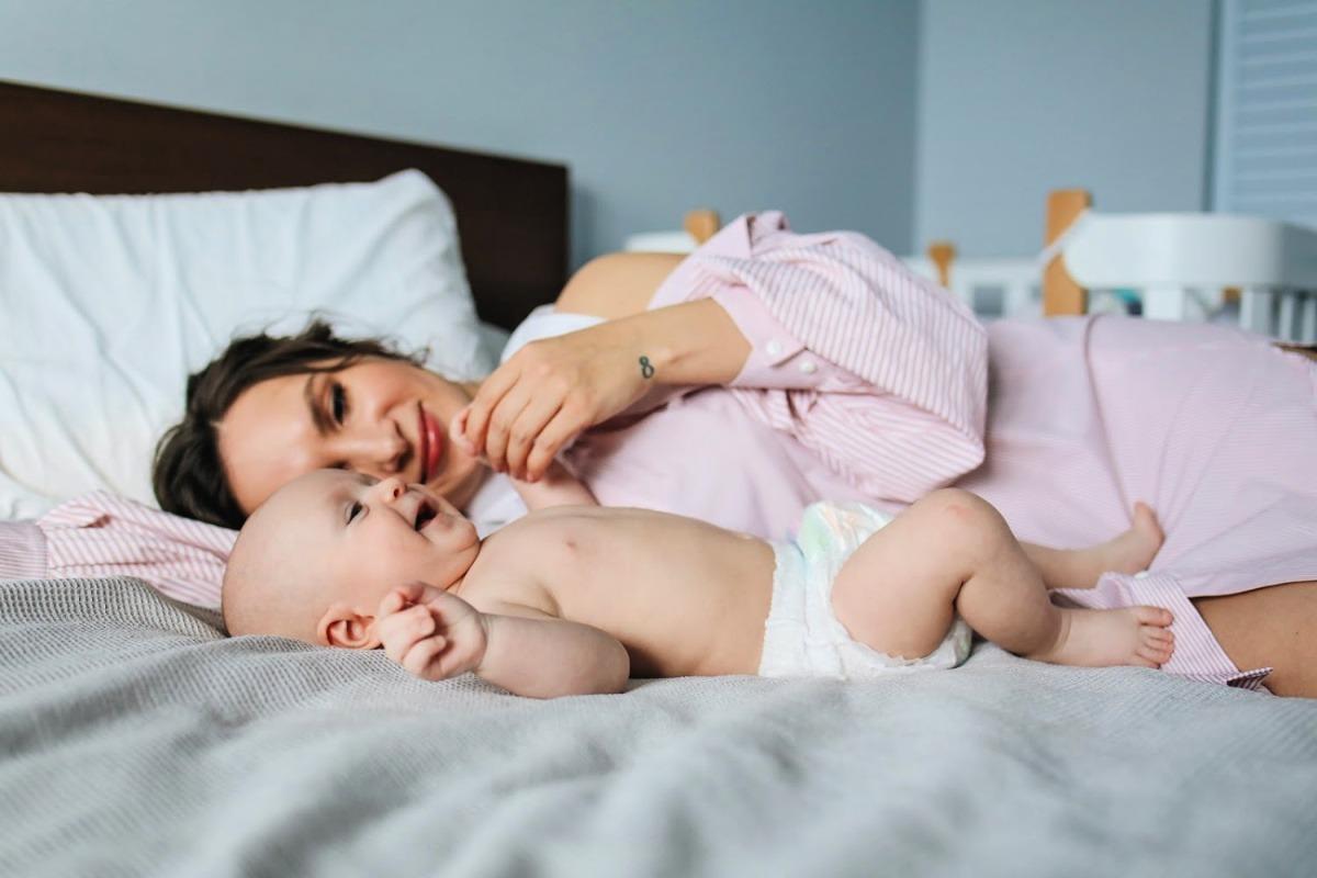 moeder en baby, gebroken nachten, nachtrust ouders