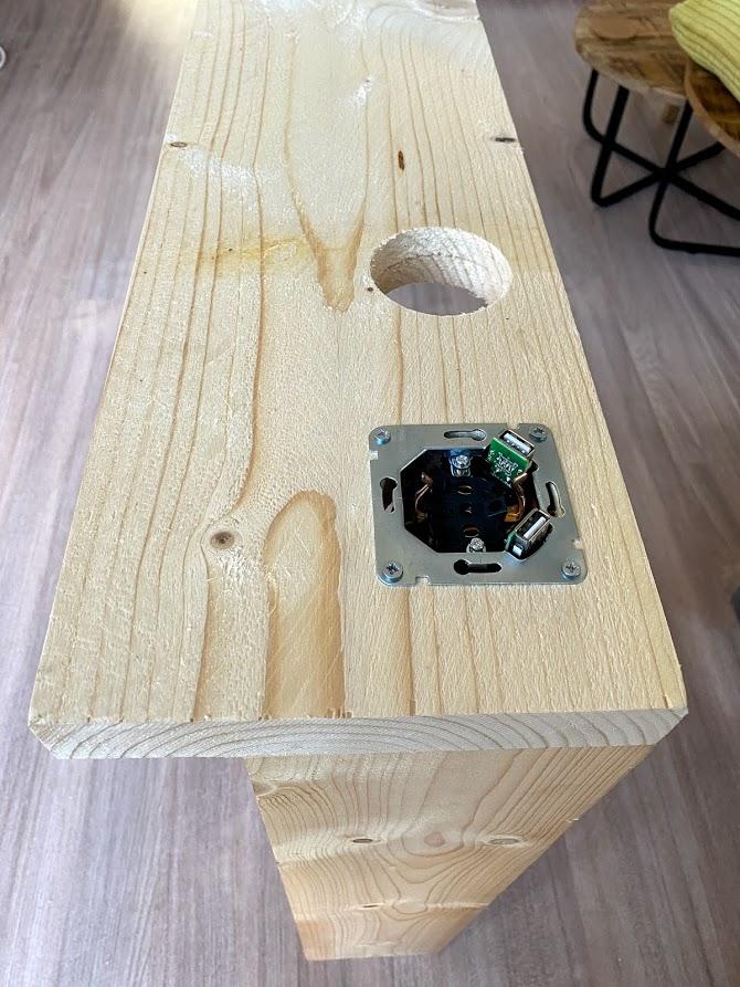 meerdere stopcontacten achter de bank