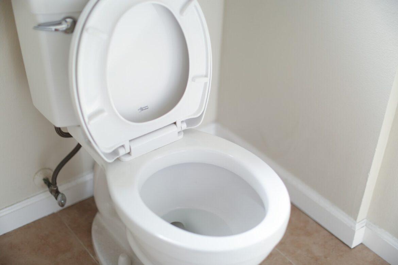 Hoe maak je een toilet compleet
